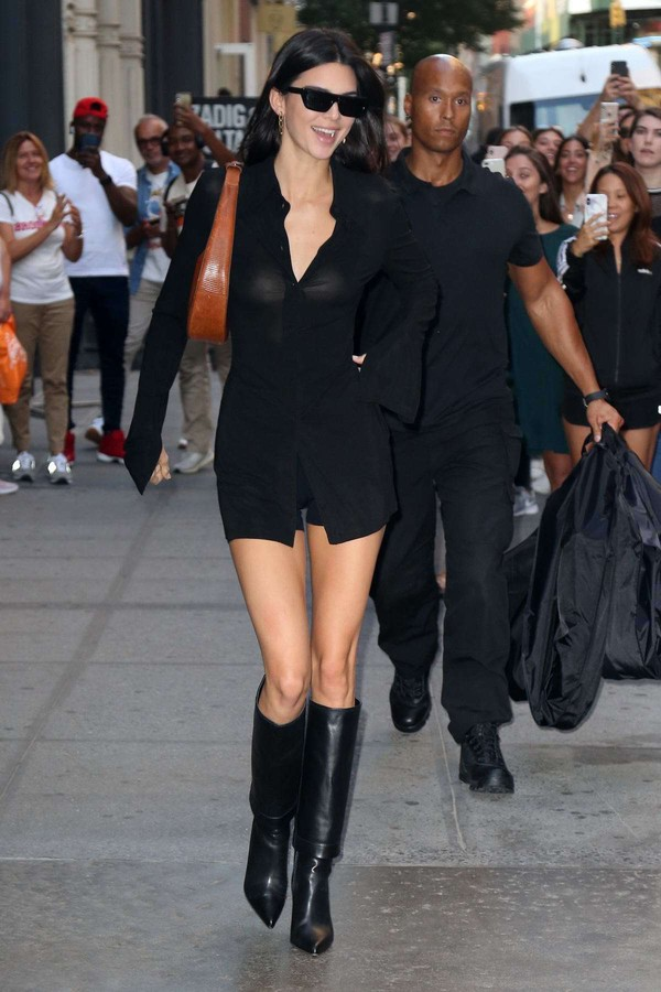 shoes all black everything kendall jenner kardashians boots top tunic shorts model off-duty fall outfits fashion week