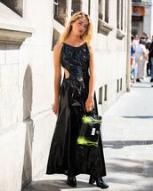 bag,black bag,patent bag,maxi dress,sleeveless dress,black boots