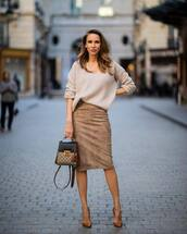 skirt,high waisted skirt,suede skirt,pumps,bag,oversized sweater,v neck