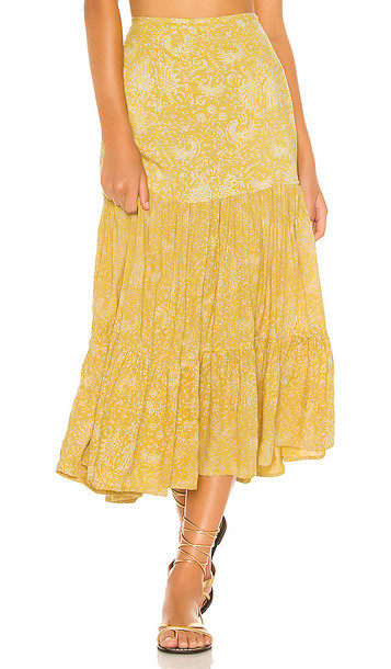 Indah Bolare Printed Modern Cowgirl Tiered Midi Skirt in Yellow