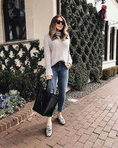 shoes,loafers,snake skin,black bag,skinny jeans,turtleneck sweater,casual,black sunglasses