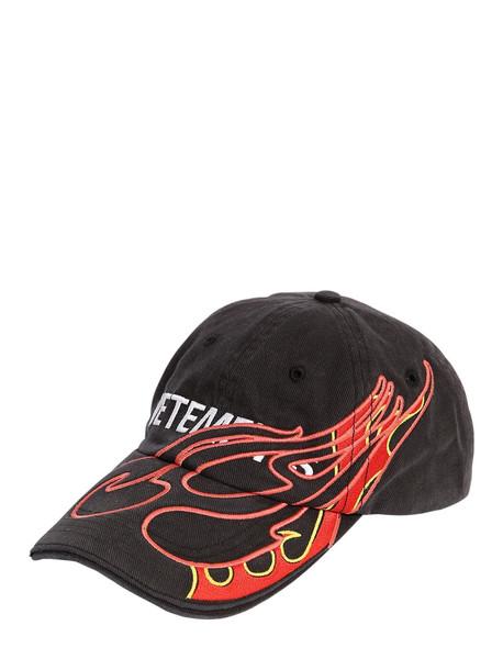VETEMENTS Printed Logo Fire Hat in black