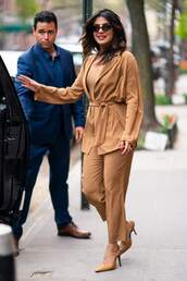 pants,camel,blouse,priyanka chopra,elegant,celebrity,monochrome outfit