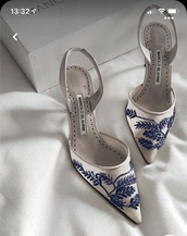 shoes,manolo blahnik,blue,white,heels