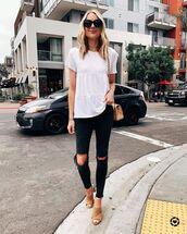 top,white top,black skinny jeans,ripped jeans,sandal heels,shoulder bag