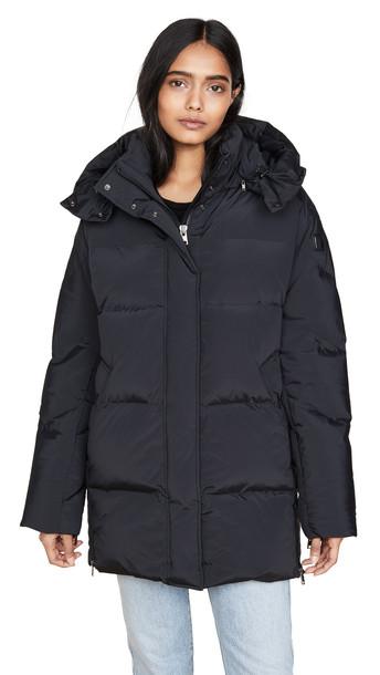 Woolrich W's Aurora Puffy Coat in black