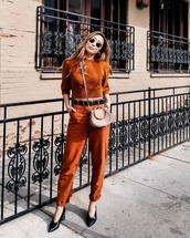 jeans,straight jeans,orange,high waisted jeans,pumps,sweater,crossbody bag