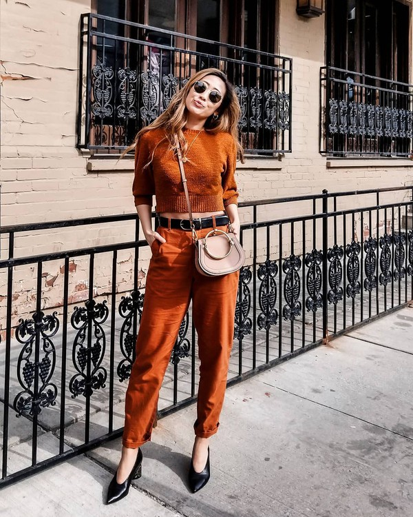 jeans straight jeans orange high waisted jeans pumps sweater crossbody bag